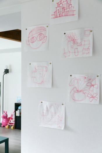 ダイニングの壁に貼られていたのは、亮さんがさっと描いた絵。