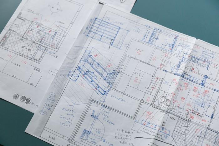亮さんが最初にリノベーションプランを書き込んだ計画書。洗面スペースの完成イメージの絵がすでに描かれている。