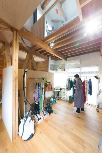 夢乃さんの仕事部屋。たくさんの商品を並べたりするため、広いスペースが必要だった。