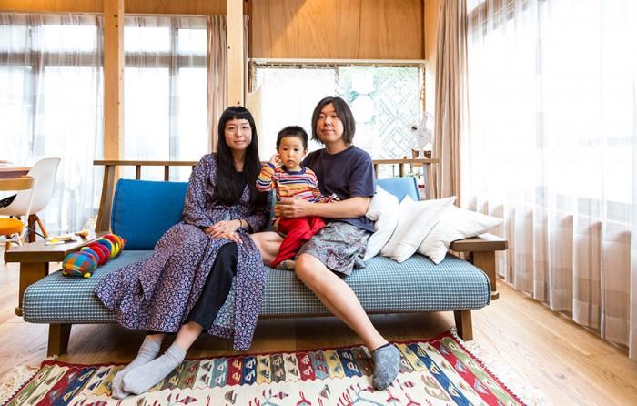 家族でいつも寛ぐリビング。ソファーは以前から持っていたヴィンテージの座面を張り替えたもの。