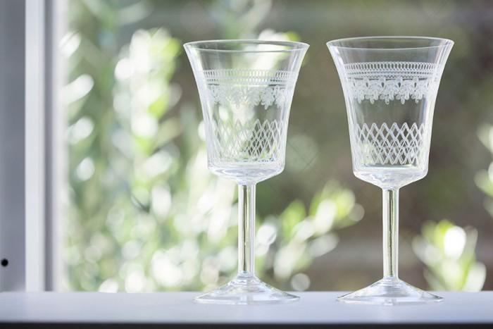 1900年代前半に作られたヴィンテージのワイングラス。博物館で展示されていたと推測され、保存状態も良好。