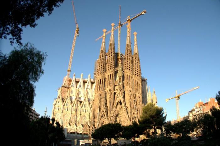 スペイン、バルセロナ。2005年に世界遺産に登録され、年間3百万人を超える世界中からの観光客を魅了するバルセロナのシンボル、サグラダ・ファミリア。
