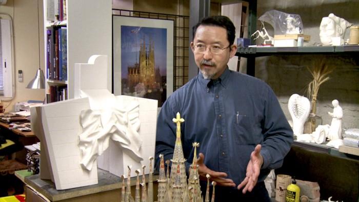 外尾悦郎(彫刻家) かつて私は仏教徒だったが、カトリックに改宗した。なぜなら、ガウディが見たものを見るべきだからだ。ガウディがどんな線を思い描き何を求めたのか、私は毎分毎秒問い続けている。