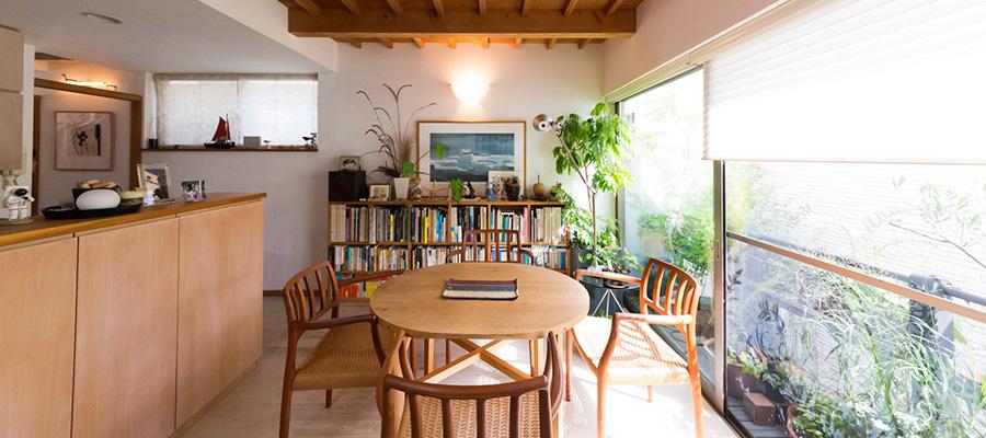 自然を取り込む建築家の自邸  限界の敷地で、 豊かに暮らせる工夫
