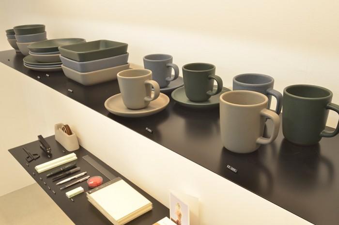 徳島・大谷焼「SUEKI CERAMICS」。シーンを問わずさまざまな料理に合う実用的デザインと2万種類以上のテストを重ねて開発された独特の釉薬の色合いが魅力。