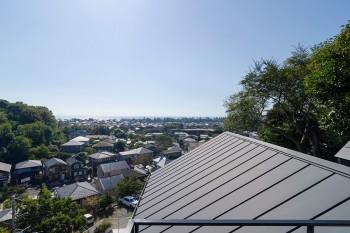 屋上から大磯の海を望む。