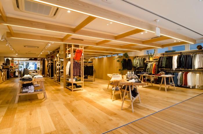 店内はメンズ、ウィメンズ、アウトドアの3つで構成。開放感があるので、外にいるよりも外にいるような居心地のいい空間だ。