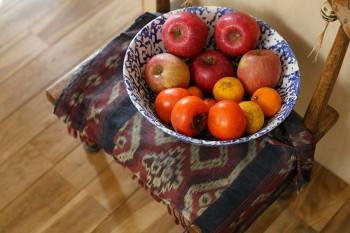 果物は常に欠かさない。「近所の方からもらうことも多いんです」(久美さん)。