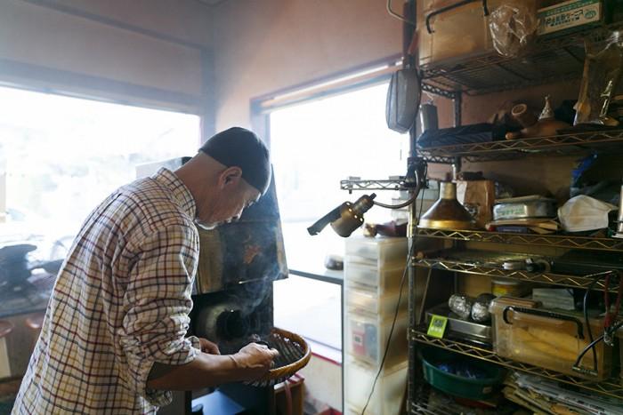須田さんが「桃円」に導入した焙煎機は、1回に焙煎出来る豆が最大600グラムというもの。「焙煎機としては小ぶりですが、焙煎したてをお届けするためにも丁度良いサイズだと思っています」。