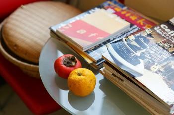 ショップにはコーヒー関連の雑誌や本が並ぶ。