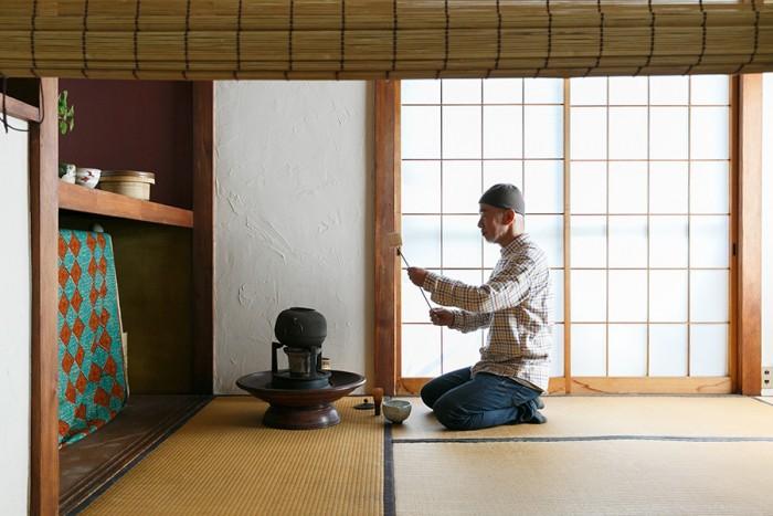 8年前から「お茶」に惹かれている。「茶道というより、オリジナルなお茶の楽しみ方。自由に見立てて気楽に楽しんでいます」。