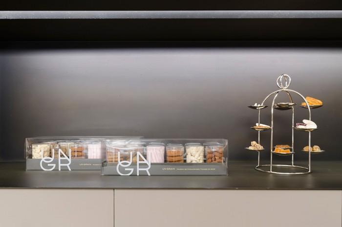 ギフトパッケージは6個、12個の2タイプを用意。サイズが統一されているので生菓子、焼き菓子も同じボックスに入れられ、一つの世界観を演出。