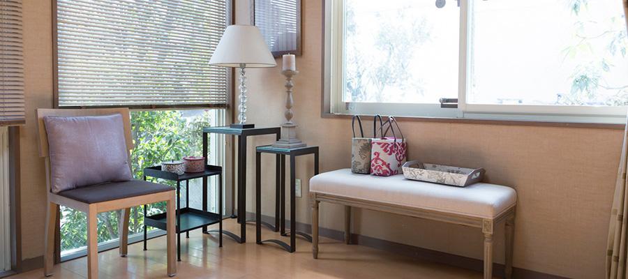 グレーをベースに色彩を愉しむ 日だまりの家に 溢れるパリのエッセンス