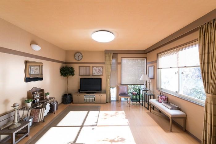 20帖ほどあるリビングは、部屋いっぱいに光が届く。