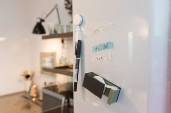食材のストックを忘れて無駄にしないよう、マスキングテープにメモ。