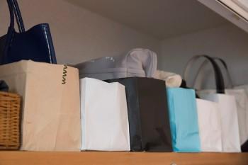 紙袋なども仕分け用に活用。