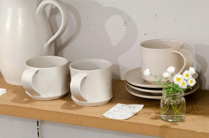 寒川義雄さんの珈琲のためのマグカップ。普段、持ち手のあるカップを作らないという寒川さんが364のために特別に制作した限定品。(5400円)。