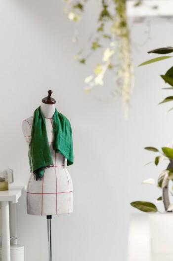 小山さんは衣服のデザインから裁縫までを手がけ、奥さんのウェディングドレスも自ら仕立てたという。