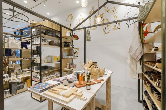 こちらはテーブルウェアのスペース。日本各地の窯元の器、個性豊かな作家などさまざまなアイテムが並ぶ。