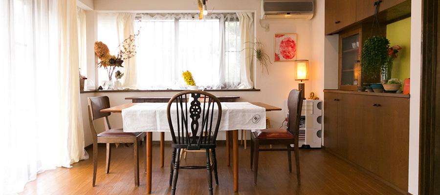 家族愛にあふれた家自由な発想で生活を楽しむ花と色のある暮らし