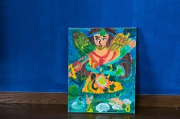"""現在14歳の息子さんが小6のときに描いた油絵。""""女神""""をモチーフにした作品は、大胆な色彩に目を奪われる。"""