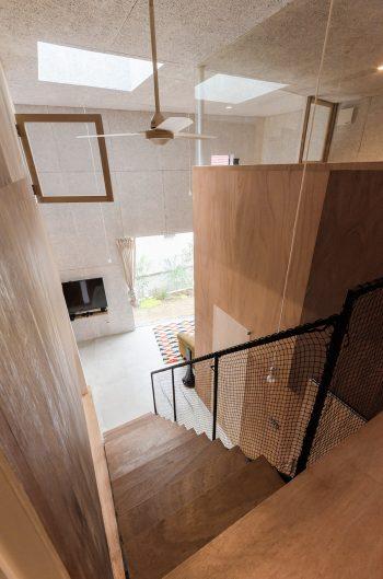 リクエストには「外から階段が見えるように」というのもあったが、1階右のドアを開ければ玄関からも見ることができる。