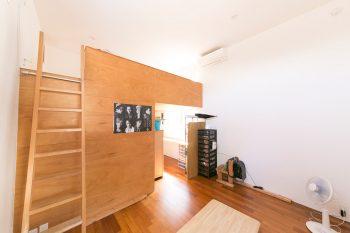 大1、高2、中3の息子さんたちの部屋。ロフトは3人の寝室、ロフト下は勉強スペースとシューズクローゼット等。