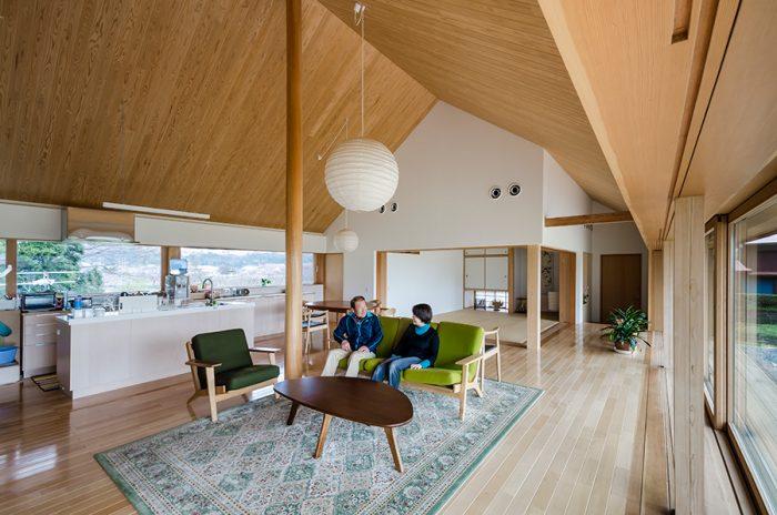 周囲の自然と家を開放的につなげる 自然環境の素晴らしさを 倍加して楽しめる空間