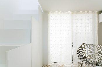 予備室に置かれたチェアはフィリップ・スタルクの「MISSLACY」。
