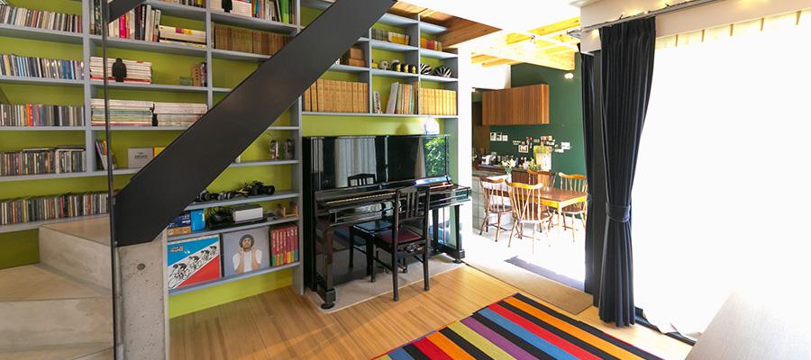 こだわりのオーディオ空間を実現  色と視線の変化で 家の奥行き感を創り出す