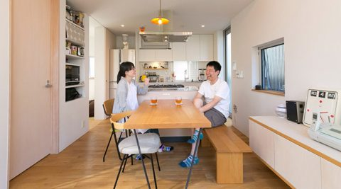 コンパクトでも豊かに暮らす住まい手の感性と建築家の知恵が融合