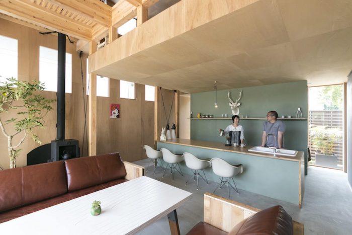 優しいグリーンの壁面と木目が印象的な熊谷邸。ゆくゆくは地域のコミュニティの拠点になるようなカフェにしたいそう。