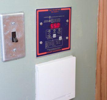 使える電気の残量はモニターで確認できる。使いきってしまうとバッテリーの負担が大きくなるので、こまめにチェックする。