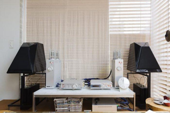 2階に置かれたオーディオは、スピーカーがアメリカのArtemis製で、アンプとCDプレイヤーがスイスのNagra製。解像度の高い音源のCDを鳴らすのに向いている。