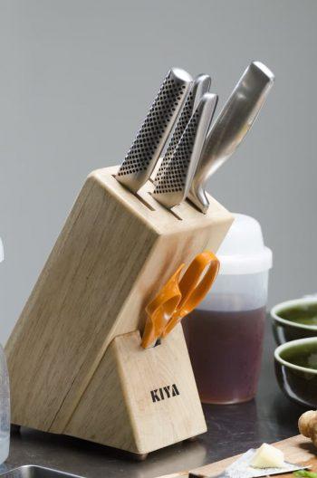 道具類にこだわる米田さんは包丁も用途別にそろえている。