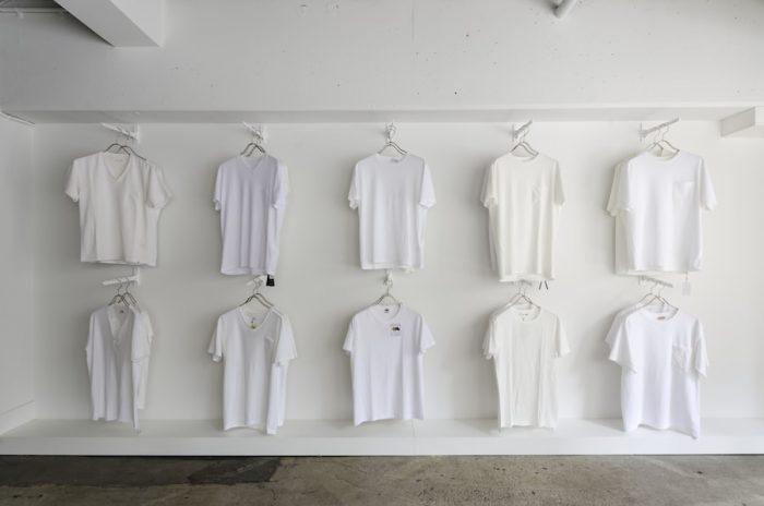 ずらりと並ぶTシャツ。どんな人でも「自分に合う1枚」に出会えるよう、サイズやバリエーションに幅をもたせて展開している。