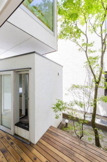 トイレとお風呂が外にある。これは一見不便そうだが、現代住宅では味わえない豊かさをもたらしてくれる。
