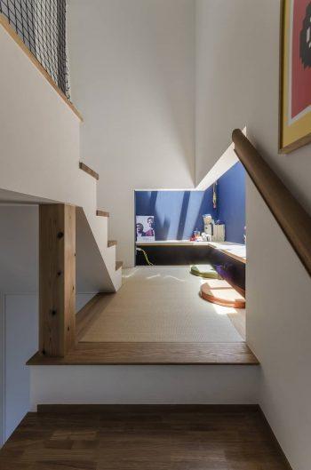 このスペースは奥さんのお気に入りの場所でもある。「座るとしっくりくるし、畳なのでちょっとごろんとしたりもできます」。
