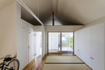 2階の和室と向かいの子ども部屋はロフトを通してつながっている。