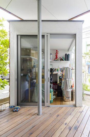 電子工作系が趣味というMさんのリクエストでつくられた趣味部屋は玄関脇につくられている。