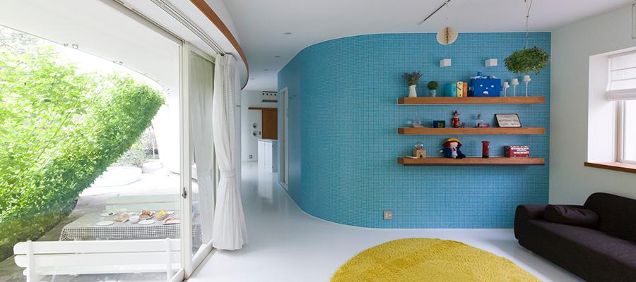 曲線が優しい建築家の自邸テラスの楽しみを広げる瑞々しい緑のカーテン