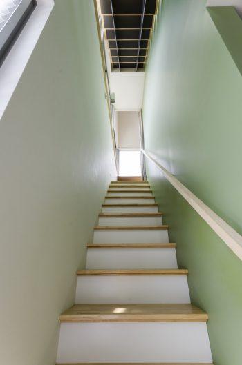 1階から見上げる。