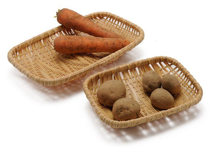ゆるやかな凹凸があるので、野菜や果物を安定して置くことができる。