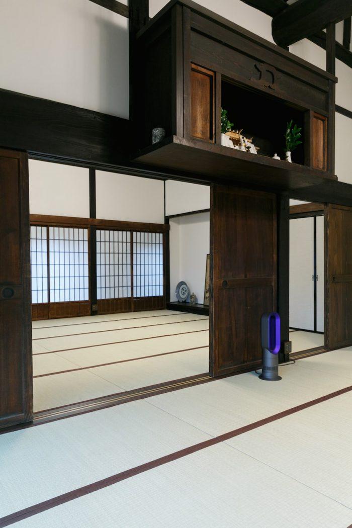 土間の奥の畳敷きの広間では、落語会などの大規模なイベントのほか、毎週ヨガ教室などがひらかれている。