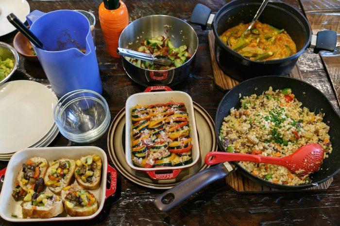 カレーやガスパチョなど、新鮮な野菜をたっぷりと使った料理教室のメニュー。