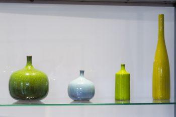フランス人作家ジャック&ダニ・リュエラン夫妻の作品。色や形に独特のニュアンスがあり、日本にも多くのファンがいる。