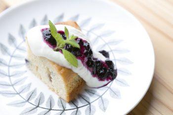 和泉さんお手製のケーキは、甘さ控えめで滋味豊か。