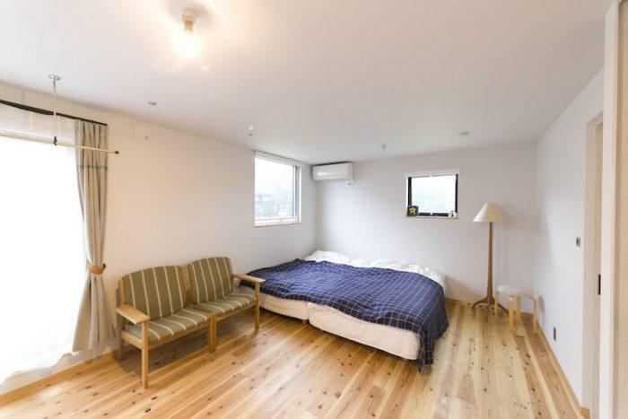 2階の広々とした清潔なベッドルームは、いずれ間仕切りも検討。