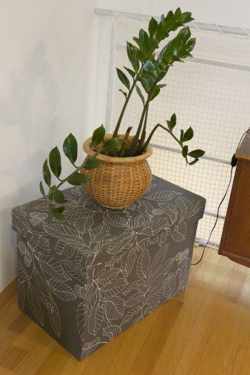 お祖母様の使っていた茶箱に布を貼ってリメイク。年代物がモダンに早変わり。