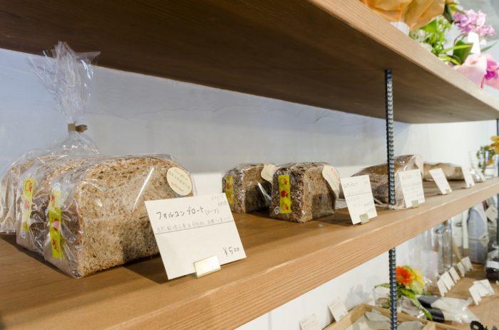 素朴でシンプルな味わいが特徴の「ビオランド」のパンは食事パンとしても楽しめる。古代小麦100%で作ったパンも。
